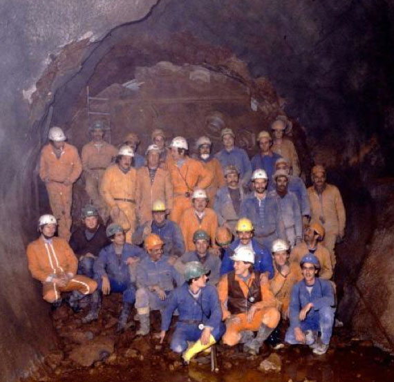Wirth TBM breakthrough between Point 2 and 3 of the original LEP tunnel (1988)