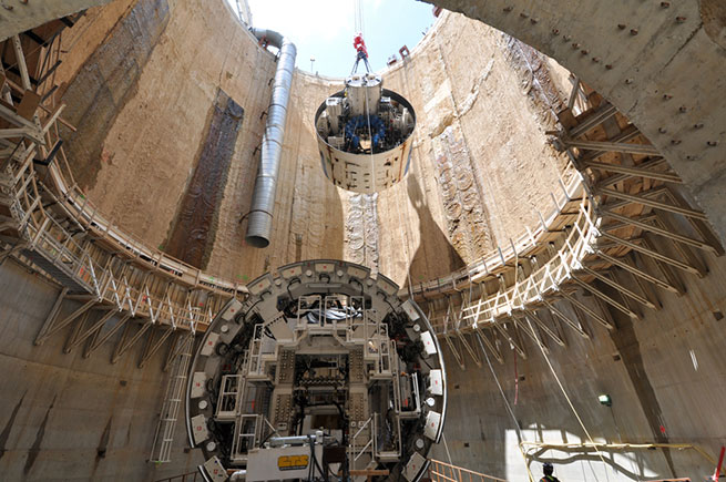 Lowering the TBM into the shaft for Blue Plains Tunnel construction