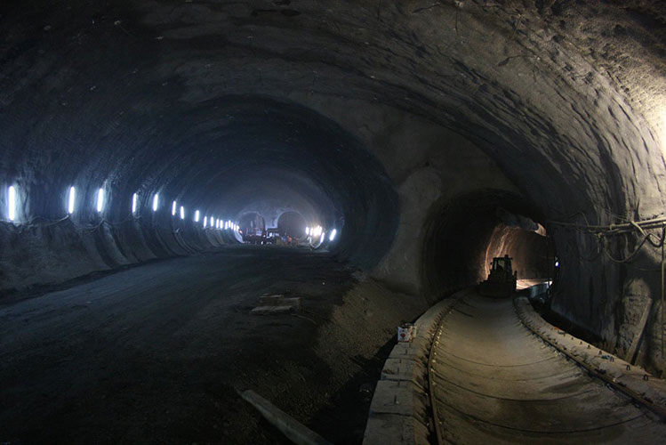 Large cavern construction on the Kadıköy–Kartal Line