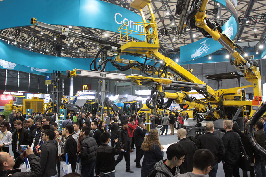 Visitors to the last bauma China in 2014